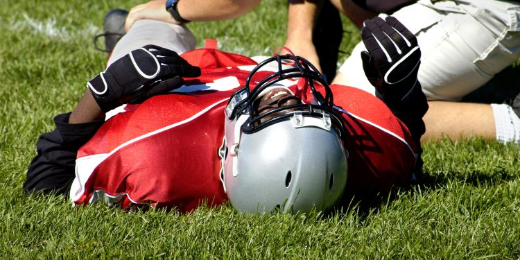 Football-injury-iStock_1221748_MEDIUM-750x375