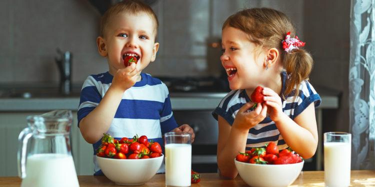 Intuitive-Eating-Blog-kids-strawberries-milk-iStock-835987110-750x375