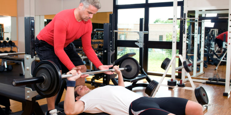 man bench pressing to avoid muscle atrophy
